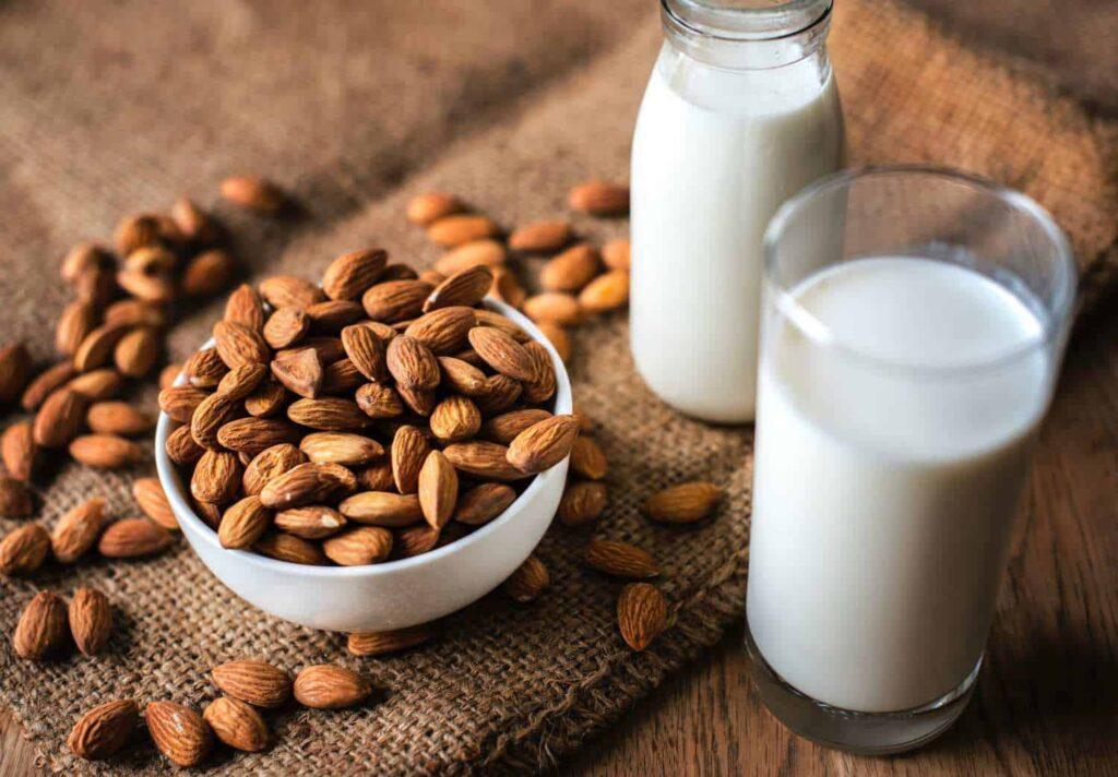 Les amandes sont concentrées en énergie, protéines, fibres, graisses saines et micronutriments.