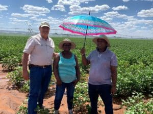 Tertius Schoeman (Cotton SA) with farmers in the Taung area, North West.