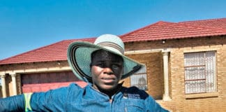 Taetso Tsebogo (23) and Mahlahlo Thibela (21) started their poultry and spinach farming enterprise with the help of their NSFAS bursaries. Photo: Supplied.