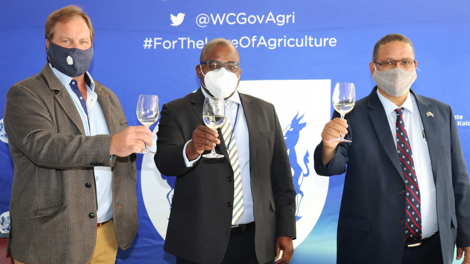 A R12 million partnership between the Western Cape department of agriculture and Vinpro is set to benefit more than 1 300 employees working in the tourism wine industry. Pictured are Vinpro chairman Anton Smuts, Western Cape head of agriculture Dr Mogale Sebopetsa and Dr Ivan Meyer, the provincial minister of agriculture. Photo: Supplied
