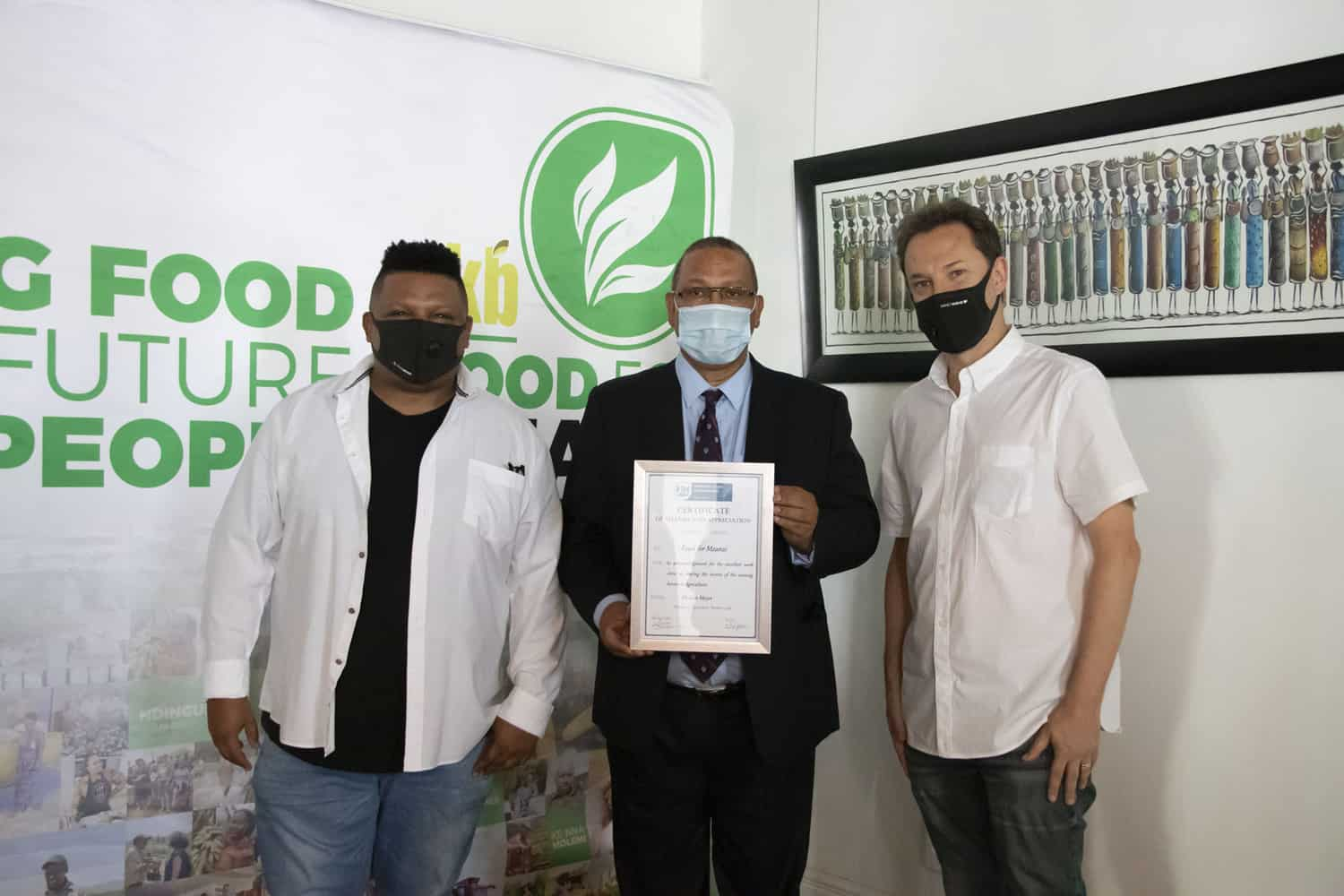 Food For Mzansi's co-founders, Ivor Price and Kobus Louwrens, receiving an award from the Western Cape minister of agriculture, Dr Ivan Meyer. Photo: Food For Mzansi