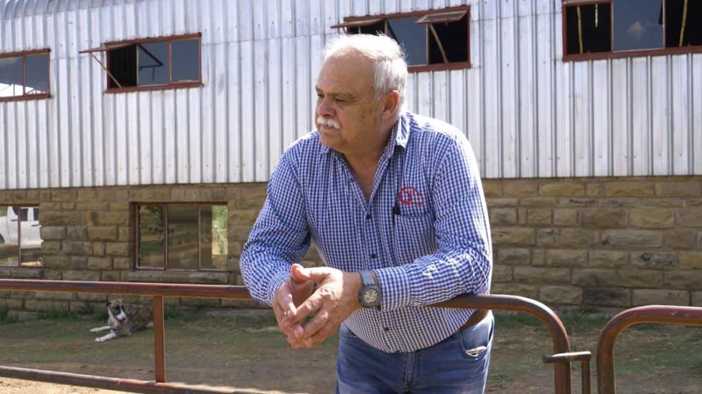 Ventes aux enchères en ligne: Eddie Prinsloo de la ferme Heuningkrans près de Smithfield dans l'État libre.  Photo: Twitter / Molatek