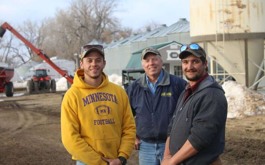 Mike Kelly (in the middle), a farmer from Niagara, N.D. in the US, stands with his South African workers Jason Griesel and Hanrich Scholdz. The two arrived i the US moments before the country was shut to overseas flights by the Covid-19 pandemic. Photo: Mikkel Pates/Forum News Service