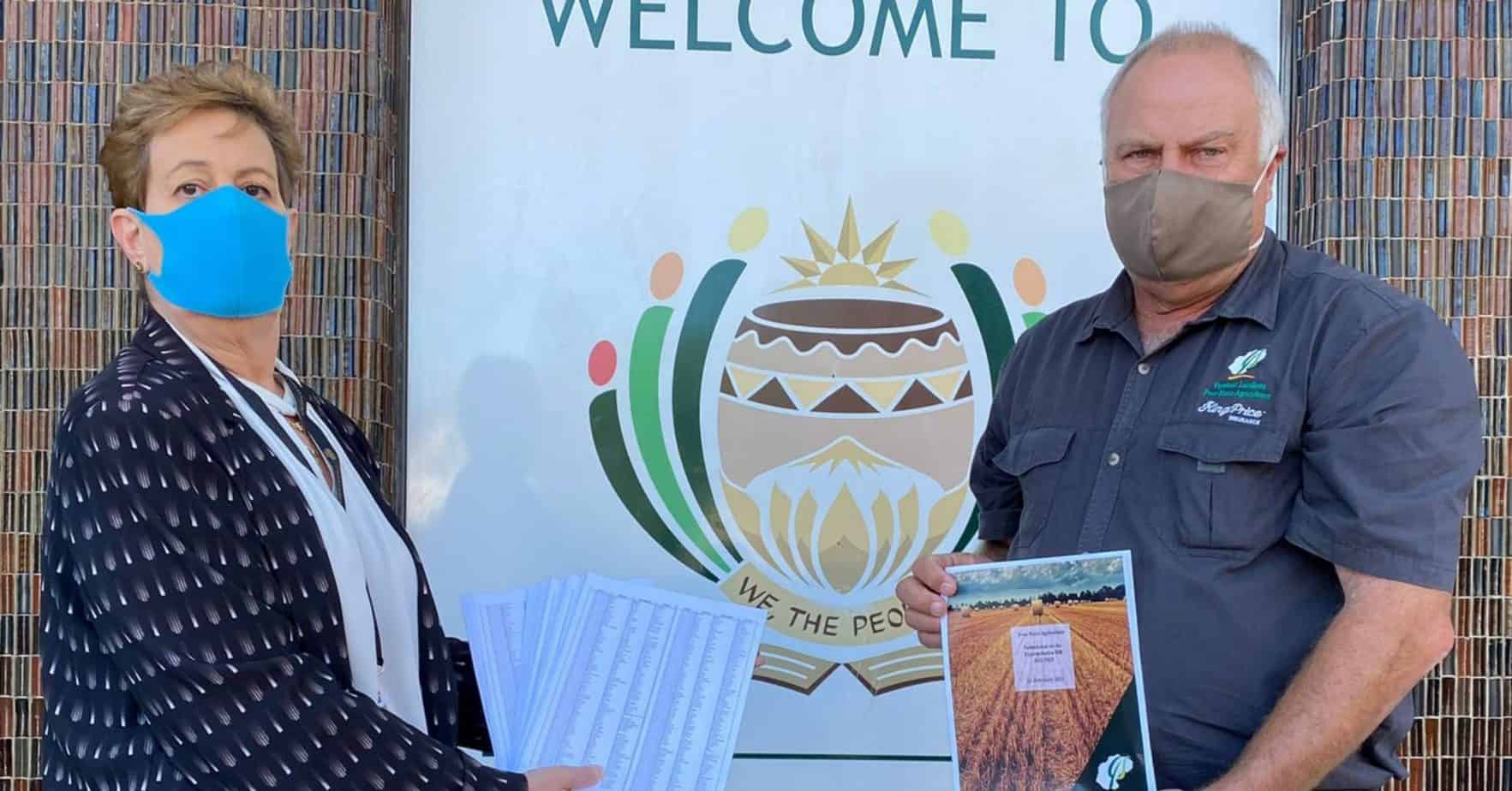 Free State Agriculture president Francois Wilken featured with DA MP Madeleine Hicklin on the steps of Parliament in Cape Town. Photo: Supplied/Food For Mzansi