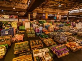 Many of the metropolitan municipalities that Moody's downgraded to junk status have neglected the fresh produce markets in their domain, according to Agbiz CEO Dr John Purchase. Photo: RSA Group/Twitter