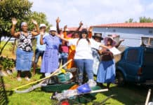 Thoko Gladys Nhlabathi, the Ekurhuleni regional coordinator for AFASA (wearing a white T-shirt) surrounded by up-and-coming farmers in Katlehong in Gauteng. Photo: Funiwe Ngwenya/Food For Mzansi