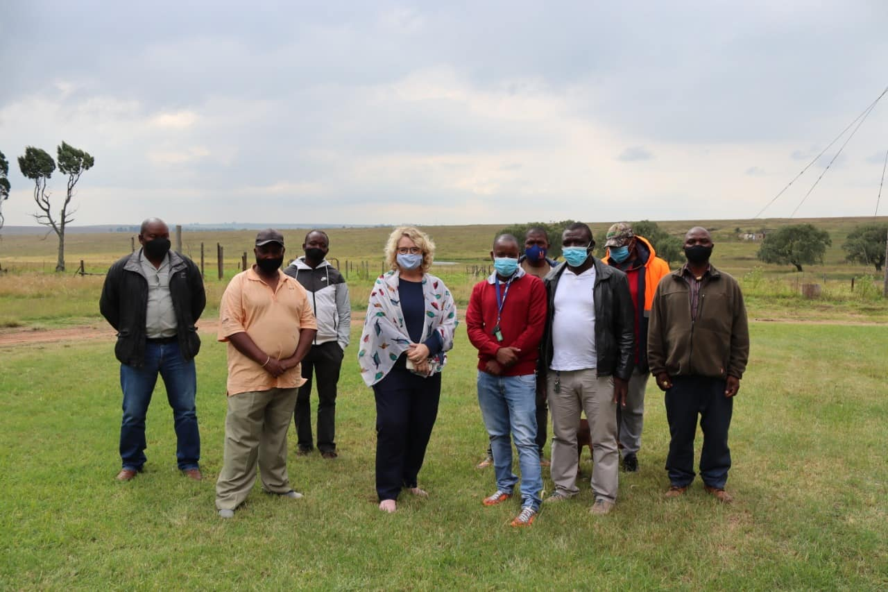 DA MP Annette Steyn with farmers in the Gert Sibande District of Mpumalanga who were on the verge of losing their farms due to illegal eviction orders by government. Photo: Supplied/Food For Mzansi
