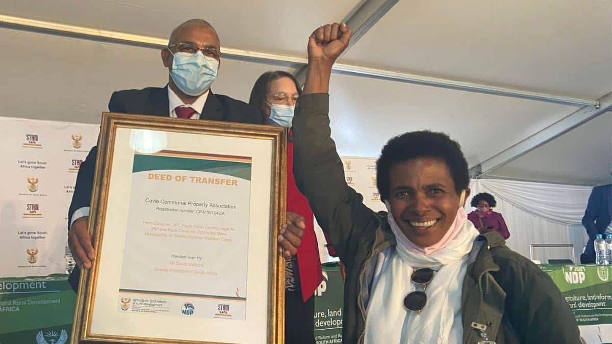 Deputy persident David Mabuza and ministers Patricia de Lille and Thoko Didiza handed over title deeds as part of government's plan to accelerate land reform. Photo: Twitter