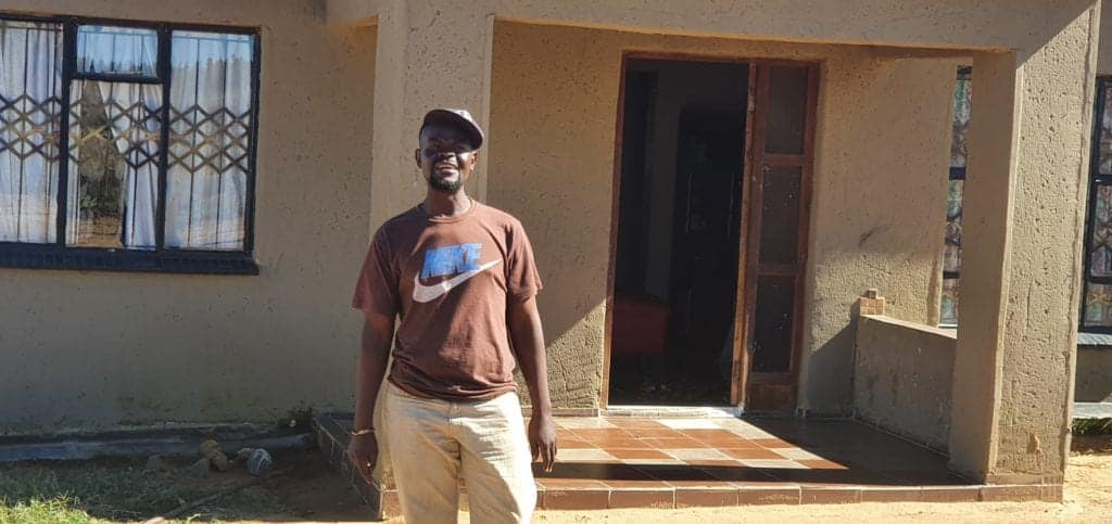 Linda Ngwenya (30) has built a home for his wife and four children on the farm of Kurt Paul. Photo: Noluthando Ngckani/Food For Mzansi