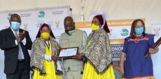 """""""The end of famine is nigh,"""" said the Tafelkop Farmers' Association as 30 of their members received title deeds from President Cyril Ramaphosa and minister Patricia de Lille. Photo: Twitter"""