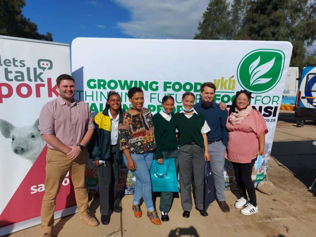 Western Cape farmers Alexander Gibson (far left) and Jo-Andra Gregory (far right) with Kayla Cole, an agricultural sciences teacher, and learners from Roodezandt Secondary School in Saron. Photo: Dawn Noemdoe/Food For Mzansi