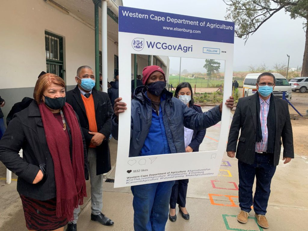 Farmworkers jabbed: Rita Andreas, Western Cape agriculture minister Dr Ivan Meyer and Drakenstein Municipality mayor Conrad Poole during a visit to a satellite health facility on a Western Cape farm. Photo: Supplied/Food For Mzansi