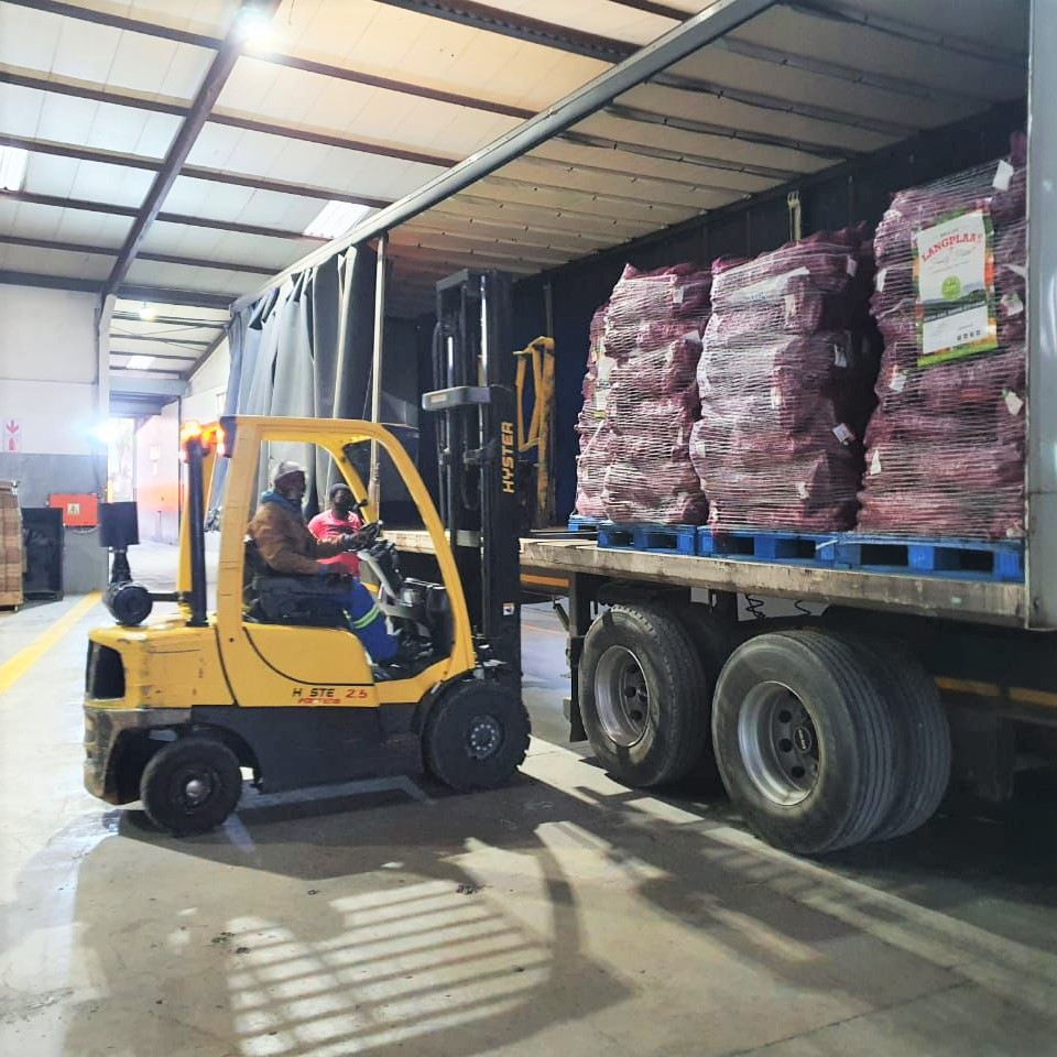 Over 20 tonnes of fresh produce were donated by, among others, exporters and farmers to support communities who are short on feed following a week on unrest in KwaZulu-Natal. Photo: Supplied/Food For Mzansi
