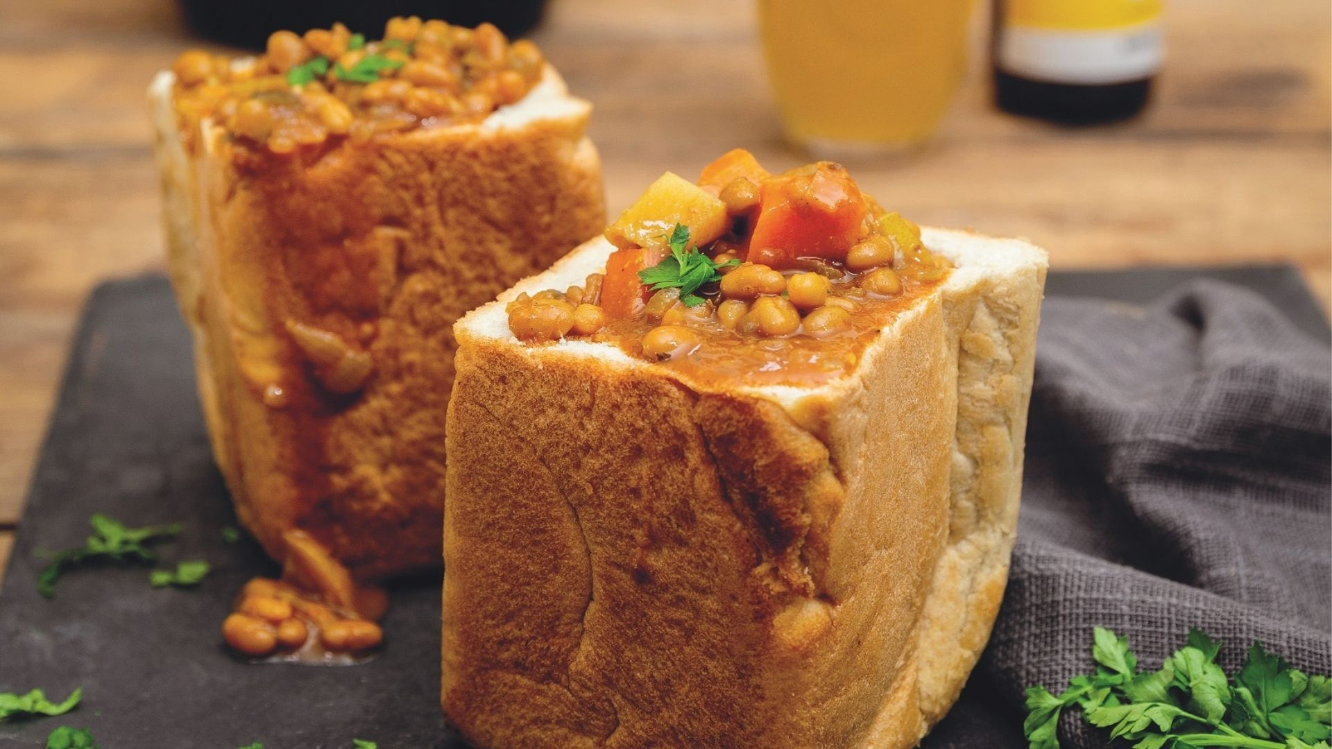 A delicious recipe for baked bean bunny chow by Jan Braai.